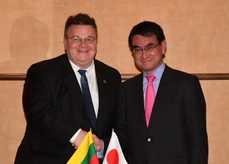 Japan-Lithuania Foreign Ministers' Meeting(Shake Hands)