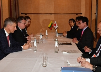 Japan-Lithuania Foreign Ministers' Meeting(talk)