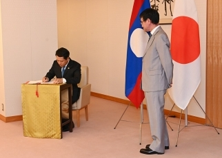 Japan-Laos Foreign Ministers' Meeting 1