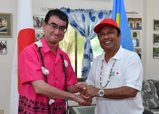 Foreign Minister Kono Pays a Courtesy Call on the President of Palau 3
