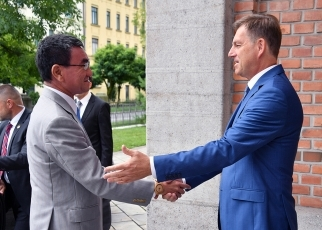 Foreign Ministers greeting each other