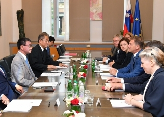 Japan-Slovenia Foreign Ministers' Meeting
