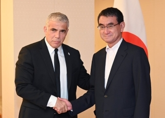 Foreign Minister Kono receives courtesy call by Mr. Yair Lapid, Co-Chairman of the Blue and White Party of Israel 2