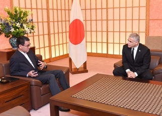 Foreign Minister Kono receives courtesy call by Mr. Yair Lapid, Co-Chairman of the Blue and White Party of Israel 3