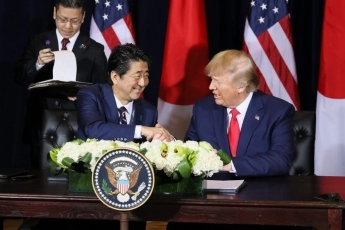 (Photo5) Photograph of the Japan-U.S. Summit Meeting (signing ceremony) 2