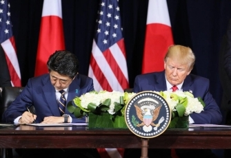 (Photo6) Photograph of the Japan-U.S. Summit Meeting (signing ceremony) 3