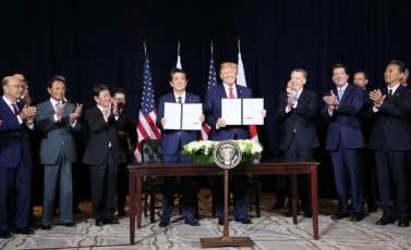 (Photo7) Photograph of the Japan-U.S. Summit Meeting (signing ceremony) 4
