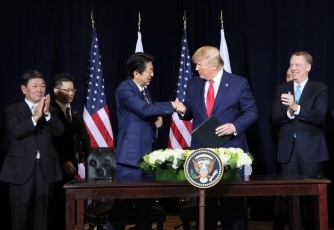 (Photo8) Photograph of the Japan-U.S. Summit Meeting (signing ceremony) 5