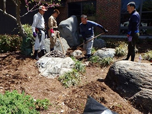 (Photo 8) Digging up rocks of the Japanese garden