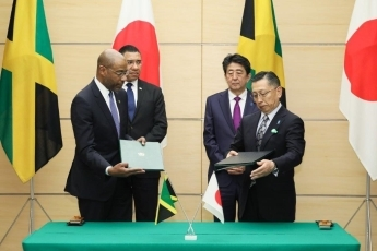 (Photo2) Photograph of the leaders attending the signing and exchange of documents ceremony (Photo: Cabinet Public Relations Office)