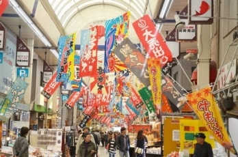 (Photo 2) Students visited Uontana Shopping Street in Akashi City