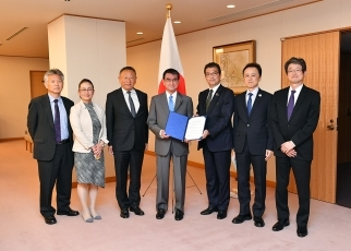 Foreign Minister Kono received a courtesy call from Japan Climate Leaders' Partnership (Japan-CLP) 1