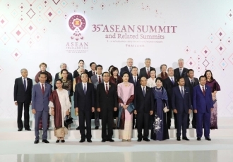 (Photo1) Prime Minister Abe Attends ASEAN-related Summit Meetings 1