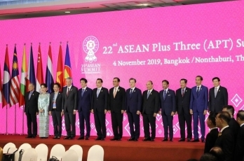 (Photo2) Prime Minister Abe Attends ASEAN-related Summit Meetings 2