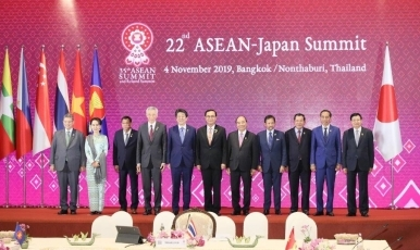 (Photo3) Prime Minister Abe Attends ASEAN-related Summit Meetings 3