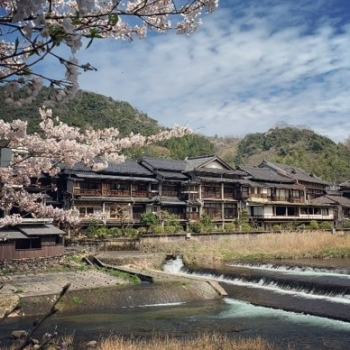 (Photo 12) The scenery of Misasa Onsen (hot spring)  which attracted Mr. Lieven