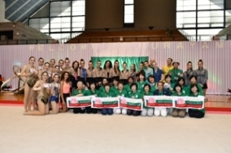 "(photo3)Citizen volunteers of Murayama City and Bulgarian rhythmic gymnasts on the ""Rose Camp"""