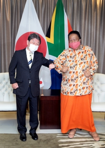 Japan-South Africa Foreign Ministers' Meeting and Working Lunch and Telephone Talk with President Ramaphosa(Greeting)