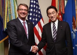 岸田外務大臣とカーター米国防長...