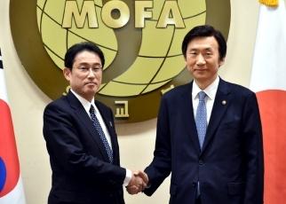 日韓両外相共同記者発表1