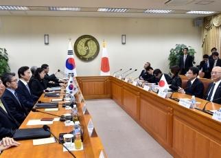 日韓両外相共同記者発表2