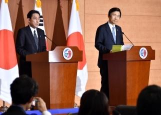 日韓両外相共同記者発表3