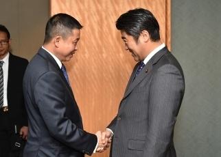 木原外務副大臣とジョナン・インドネシア運輸大臣及びワナンディ同国副 ...