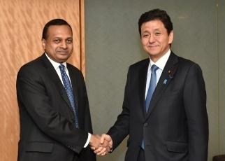 岸外務副大臣とペレーラ・スリランカ国家政策・経済担当大臣との会談