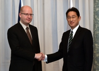 岸田外務大臣によるソボトカ・チェコ首相表敬 外務省