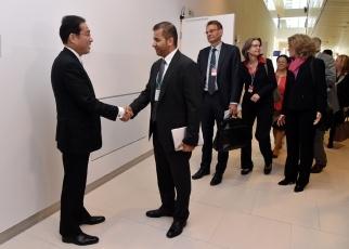 (写真7)軍縮・不拡散イニシアティブ(NPDI)諸国首席代表等との会合に出席した岸田外務大臣