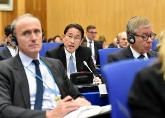 (写真6)2020年NPT運用検討会議第一回準備委員会に出席した岸田外務大臣