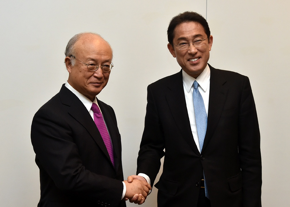 (写真13)天野IAEA事務局長との意見交換