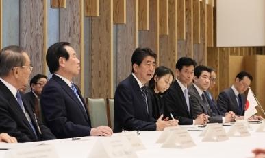 第50回日韓経済人会議・韓国側代表団による安倍総理大臣表敬|外務省
