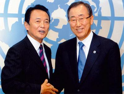 第63回国連総会出席時の麻生総理大臣と潘基文国連事務総長 第63回国連総会出席時の麻生総理大臣(