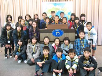 小中高生の外務省訪問(平成23年12月26日)