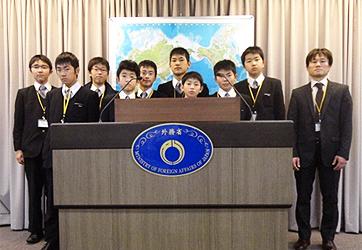 小中高生の外務省訪問 静岡県(静岡市)私立静岡聖光学院中学校の皆さん(平成24年2月22日)