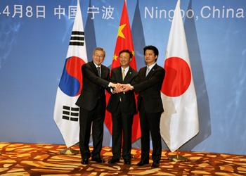 (写真)日中韓外相会議(平成24年4月8日)