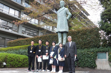 (写真)小中高生の外務省訪問(平成24年4月18日)