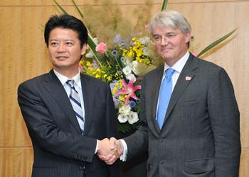 (写真)玄葉外務大臣とミッチェル英国際開発大臣との会談(平成24年7月8日)