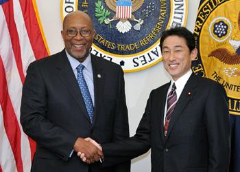 (写真)岸田外務大臣とカーク米国通商代表との会談(平成25年1月18日)