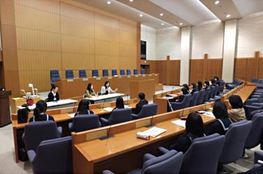 (写真)小中高生の外務省訪問 東京都(新宿区)私立学習院女子高等科(平成25年2月15日)