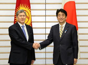 アタムバエフ・キルギス共和国大統領の来日(平成25年2月26日〜3月1日)(写真提供:内閣広報室)