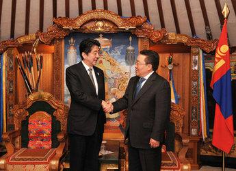 安倍総理大臣のモンゴル訪問(平成25年3月30日〜31日)(写真提供:内閣広報室)