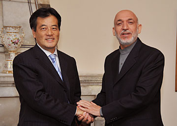 (photo) Minister Okada and President Karzai