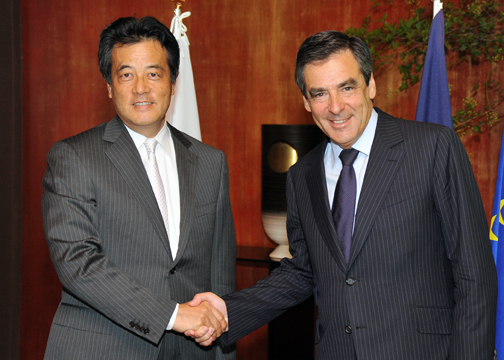 Courtesy Call on Mr. François Fillon, Prime Minister of the French Republic(Photo)