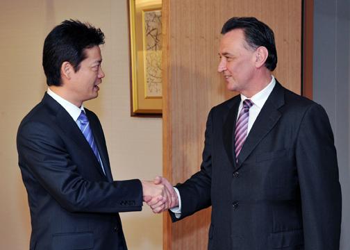 玄葉外務大臣とエマーソン・オーストラリア貿易大臣との会談