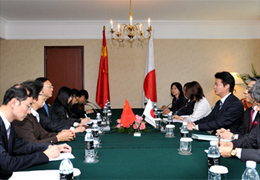(Photo)Japan-China Foreign Ministers' Meeting (Overview)-2