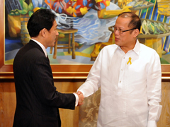 (Photo) Courtesy Call on H.E. Mr. Benigno S. Aquino III, President of the Republic of the Philippines, by Mr. Fumio Kishida, Minister for Foreign Affairs (1)