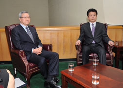 (Photo)Japan-ROK Foreign Ministers' Meeting (Overview) 2