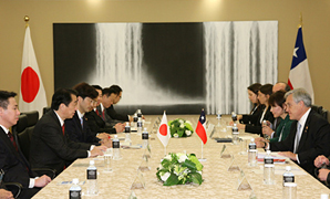 (photo) Prime Minister Kan holding a meeting with President Piñera of Chile and Chilean delegates